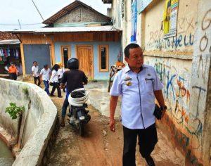 Kadisos Lampung Serahkan Bantuan Kursi Roda
