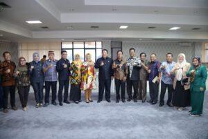 Gubernur Lampung membangun Komunikasi Kerja dengan DPRD Lampung, melalui diskusi bersama