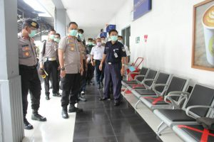 Tinjau Dua Ruang Publik, Kapolresta Bandar Lampung Apresiasi Kesiapan PT.KAI Tanjung Karang dan Gereja Katedral Dalam Cegah Penyebaran Virus Corona