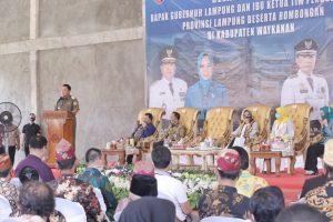Kunjungi Tiuh Negara Batin, Gubernur Arinal dan Ibu Riana Disambut Antusias Masyarakat Way Kanan