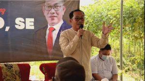 Anggota DPRD provinsi Lampung, Deni Ribowo, memberikan fasilitas kesehatan di kampung Negara Jaya, Kecamatan Negeri Besar, Way Kanan