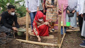 Winarni Letakkan batu pertama pembangunan gedung Pendidikan Alim Nur Rohman