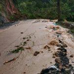 Akibat Hujan Deras Terjadi Longsor di Jalur Liwa-Krui