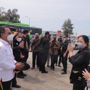 Ketua DPRD Provinsi Lampung Mingrum Gumay menyambut kedatangan Ketua DPR RI Puan Maharani dan rombongan