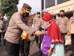 Polresta Bandar Lampung Salurkan Bansos Untuk Masyarakat Terdampak Covid-19