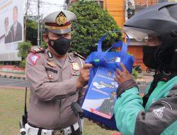 Polresta Bandar Lampung Menyapa, Bagikan Sembako dan Helm Gratis.