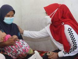 Bunda Winarni Kembali Beri Bantuan Balita Penderita Hidrosefalus di Ketapang